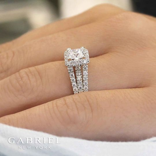 side view of gabriel ring