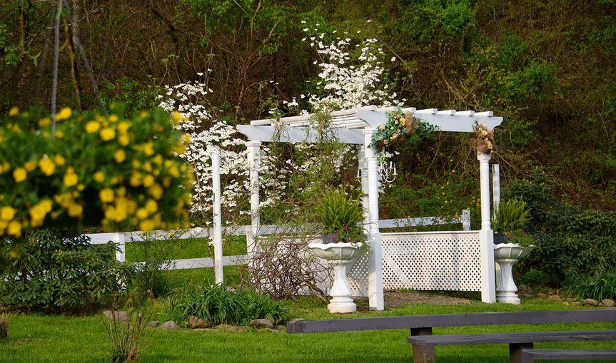Honeysuckle hills venue pigeon forge tn weddingwire - Olive garden spring hill tennessee ...