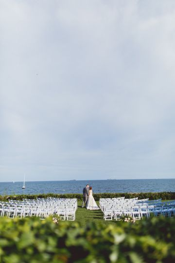 Have your ceremony with the Ocean as you backdrop, so romantic!
