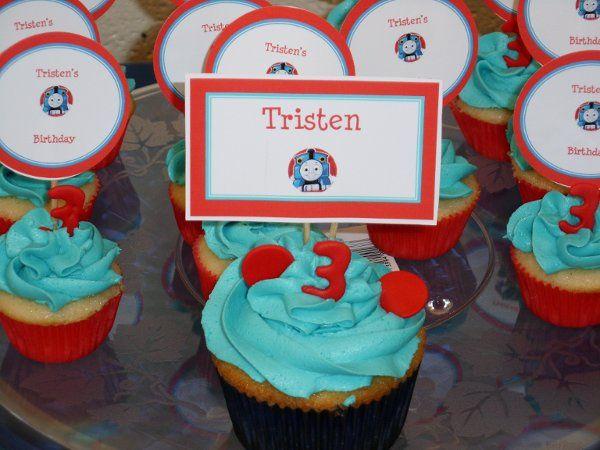 Tmx 1282987625155 Thomasthetraincakecupcakes2 Advance wedding cake