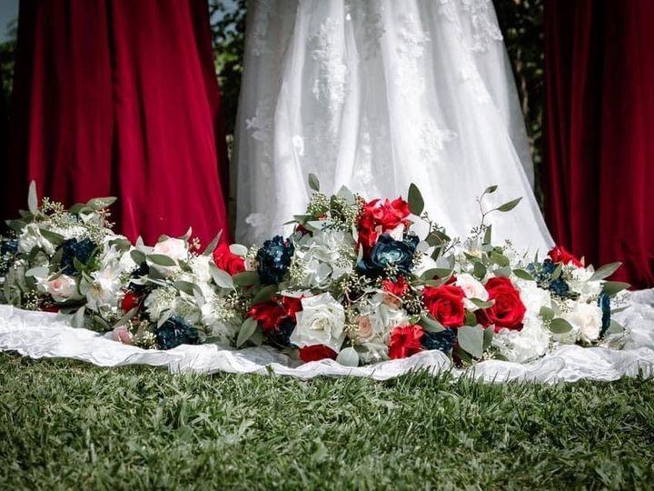 Tmx Bn Bouq On Ground 51 1895207 160917762878277 Afton, MN wedding florist