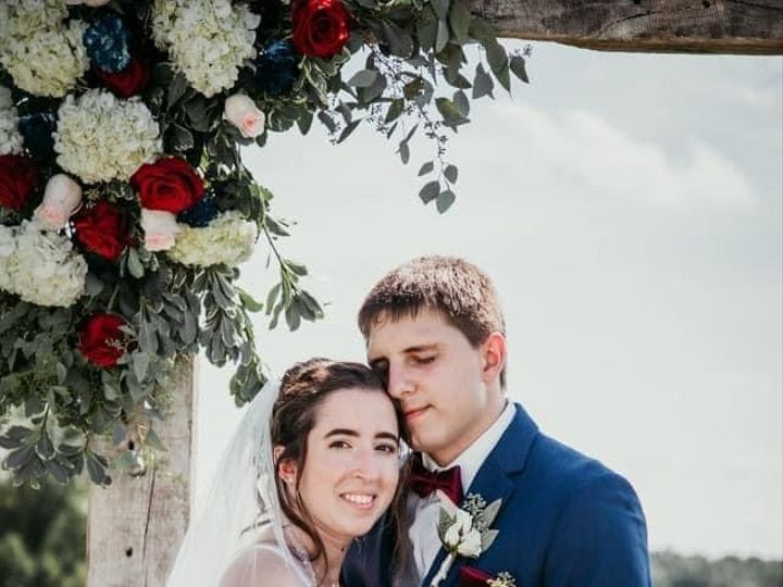 Tmx Bn Couple Arch Bouq 51 1895207 160917762937550 Afton, MN wedding florist
