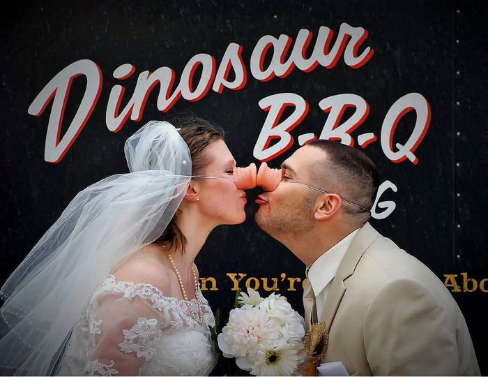 Wedding couple in the BBQ spirit