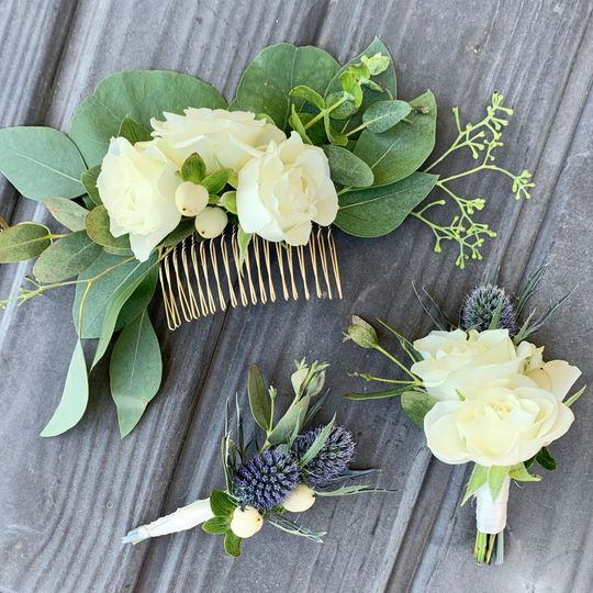 Floral Comb & Bouttonieres