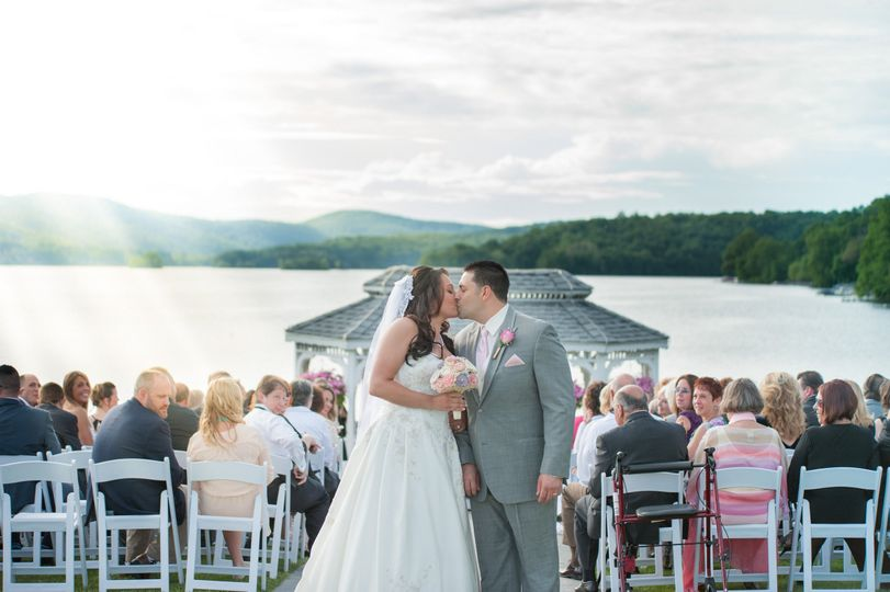 The candlewood inn venue brookfield ct weddingwire 800x800 1444140728282 spring 9 800x800 1444140703170 spring 6 junglespirit Image collections