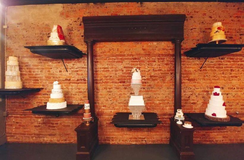 Display cake wall