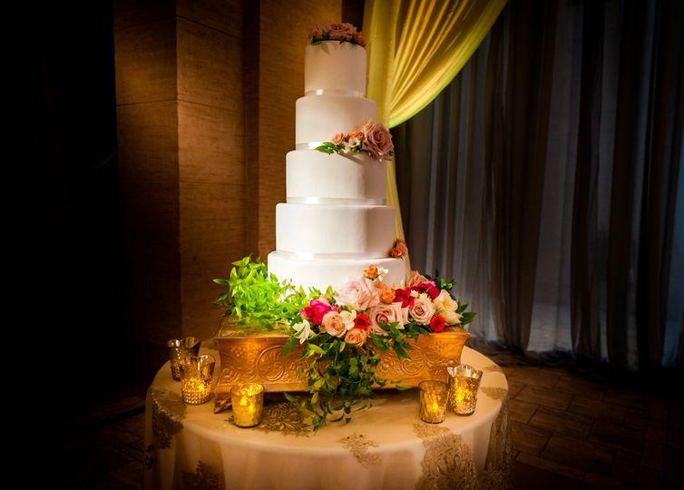 Flowers on the wedding cake
