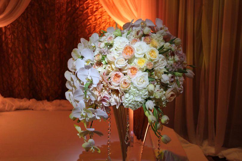 0b29d06d40c4fe23 1464720552414 ochun studio may 29 wedding floral 2 med