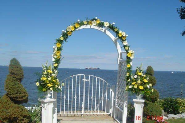 Tmx 1204657106070 Yellowandwhitegerberswithurnsarrg Pasadena, Maryland wedding florist