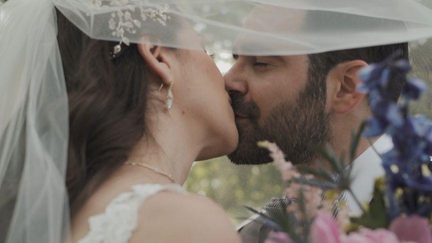 A kiss under a veil, Rivion Weddings