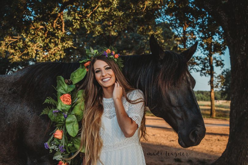 Vintage bride and freedom horse