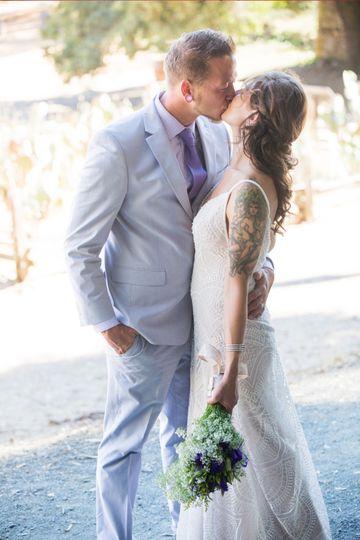 romantic kiss 51 992407 157665001056685