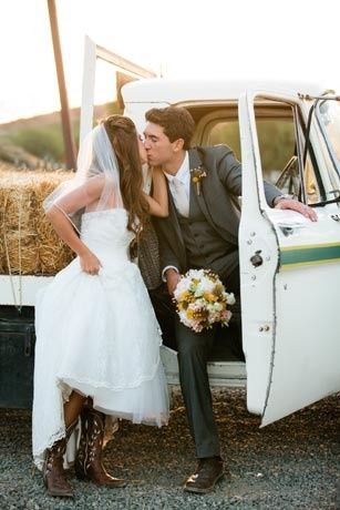Bridal car kiss