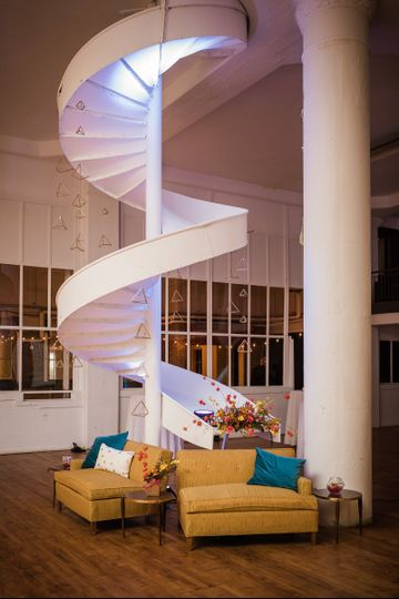 detroit gets married lounge custom garland
