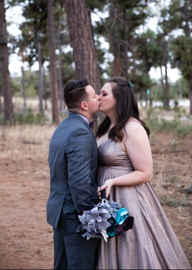 Kisses before the ceremony