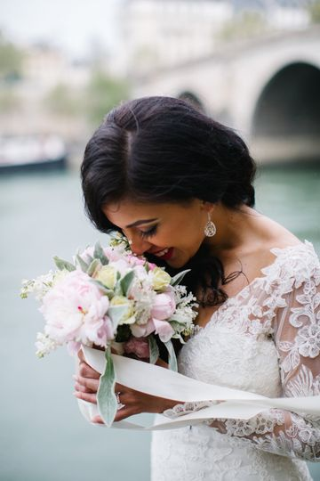 21b8d43a4b6e7ccb wedding bouquet paris france