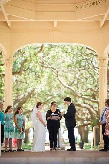 Small intimate ceremony at the Battery in Charleston SC