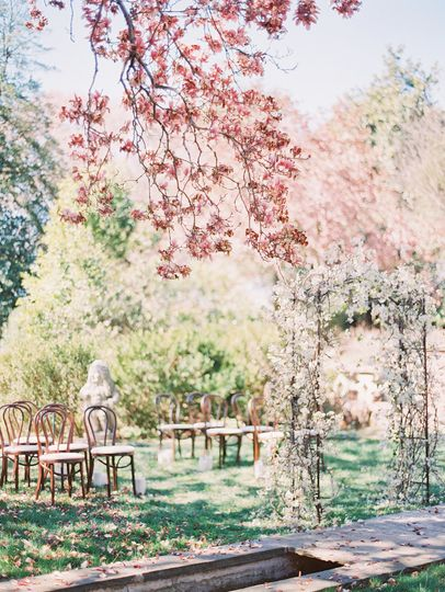 Blooming ceremony arbor