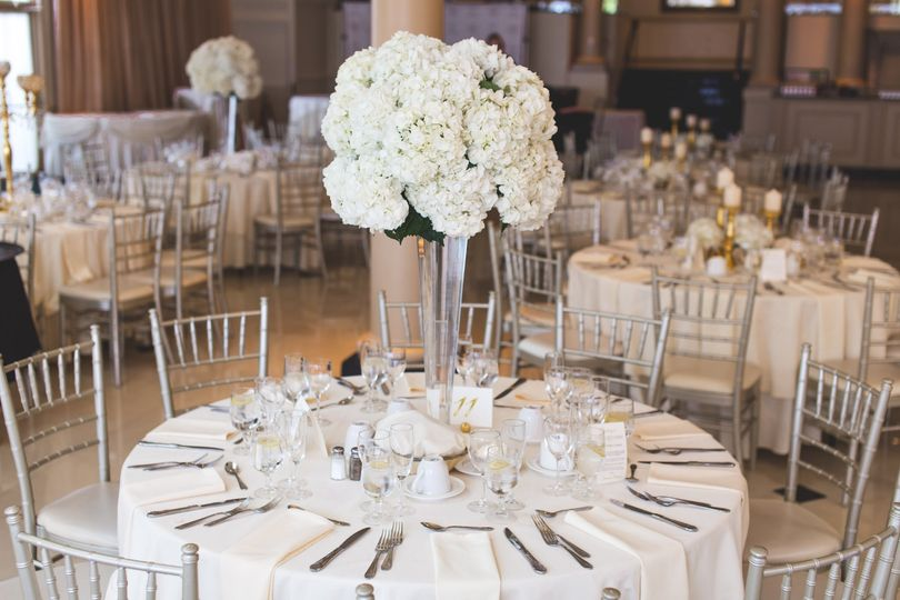 tables with flower decors 2306281 51 1042807 158216113013933