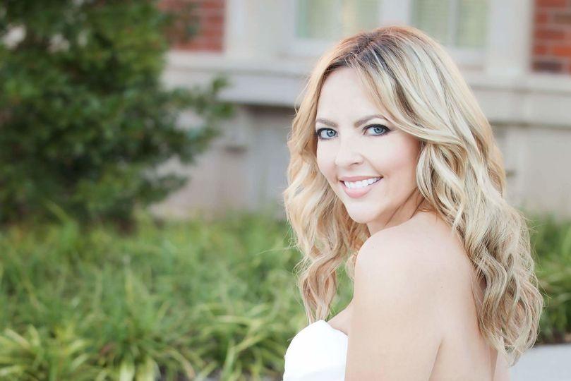 Classic bridal, natural glam