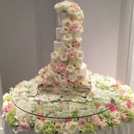 Cake with floral design
