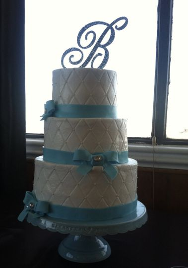 Fondant bow and ribbon cake