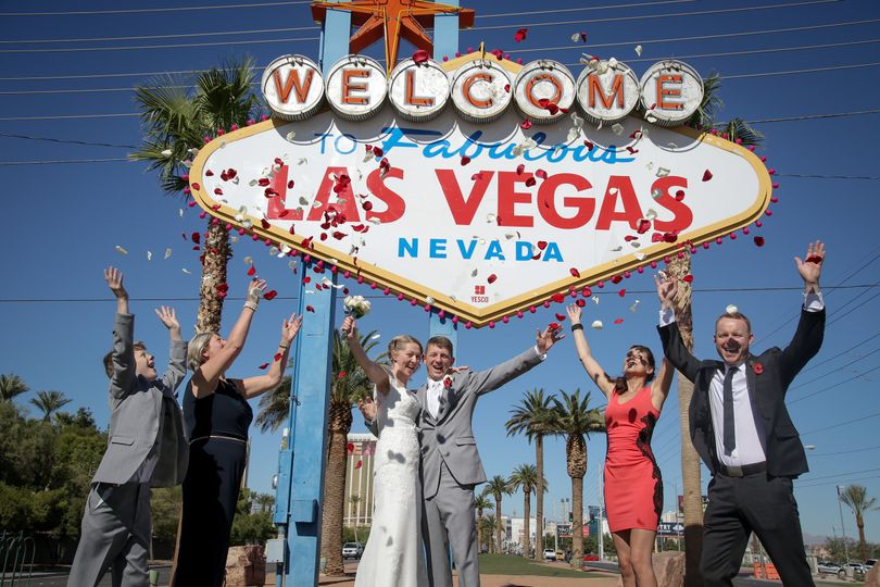 Las Vegas Sign Wedding Photo