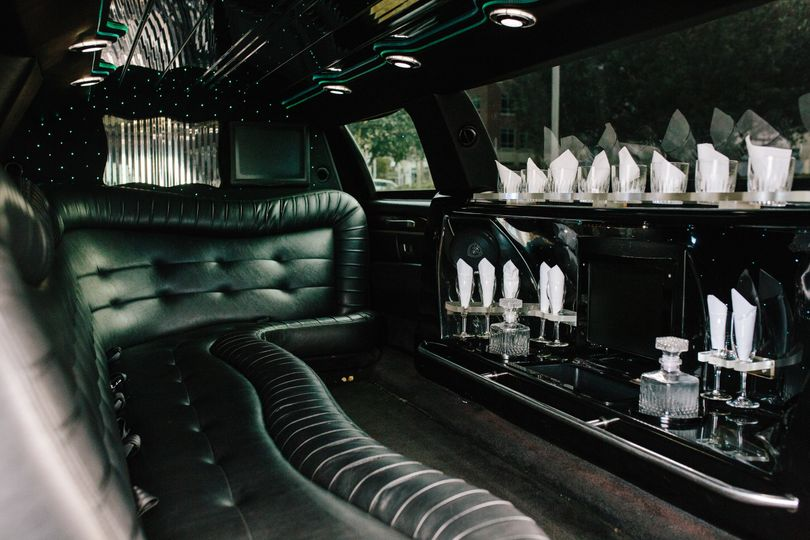 8-9 Passenger Lincoln Stretch Limo Interior
