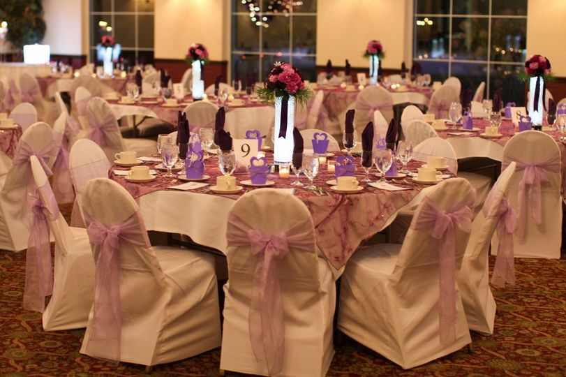 Table set-up with flower decor
