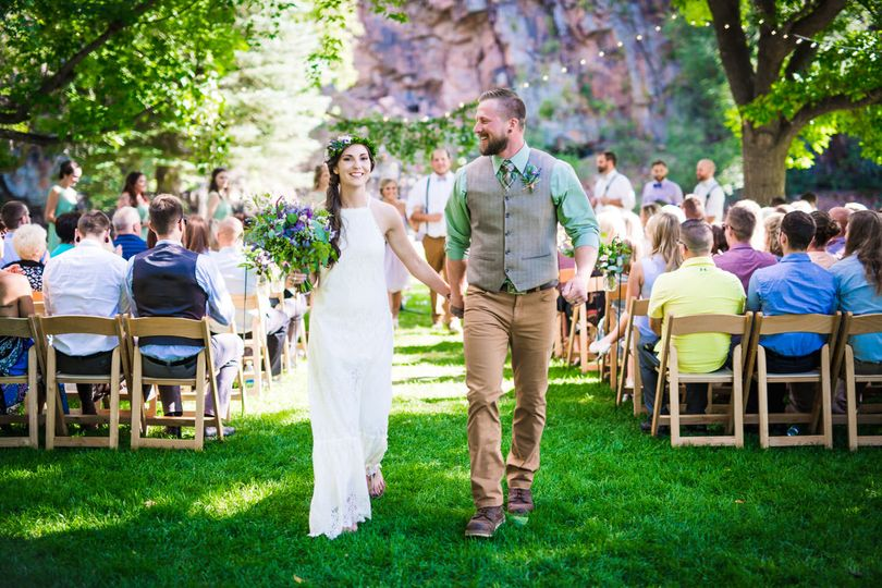 colorful wedding ceremony at the lyons farmette and river bend in lyons colorado photographed by jmgant photography 51 661907 v2