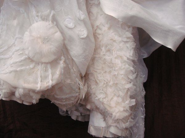 Wedding gown tail