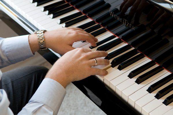 Ryan Hutchison - HUTCH ENTERTAINMENT Full Service Wedding DJ / Pianist