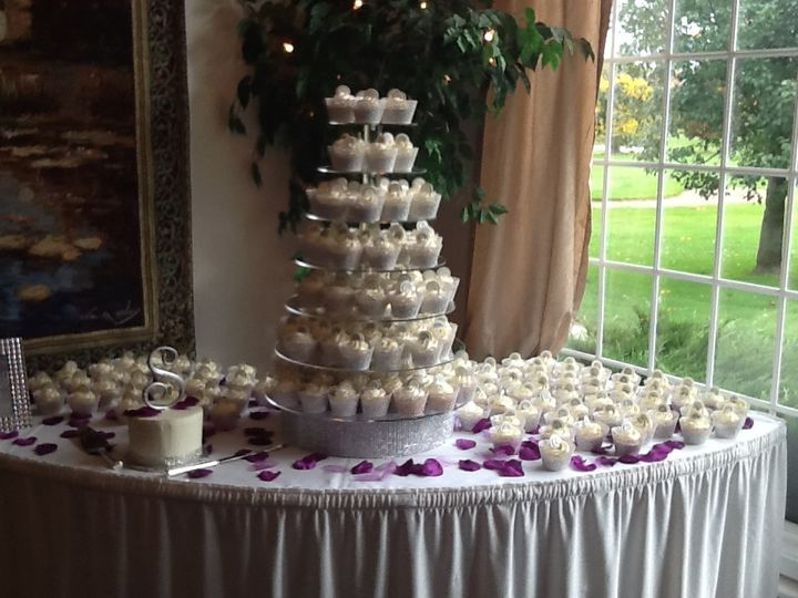 Tmx 1501812121631 Cupcake Stand New Baltimore, MI wedding cake