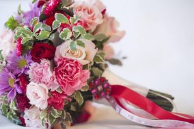 Samantha Greenfield Designs in Floral Artistry