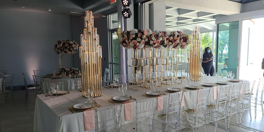 Eye-catching table centerpieces