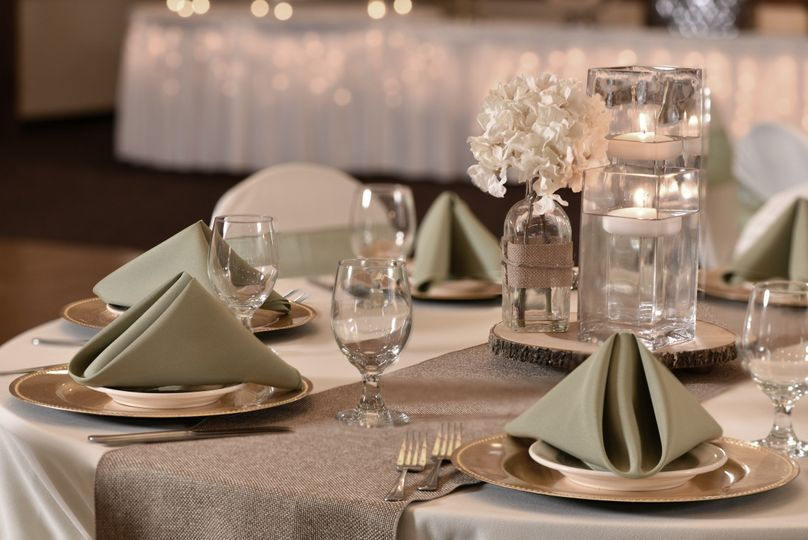 Stoney creek hotel conference center des moines for Wedding dress cleaning des moines