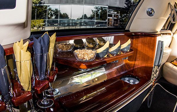 Lincoln Stretch Limo Interiors.  A & E Worldwide Limo