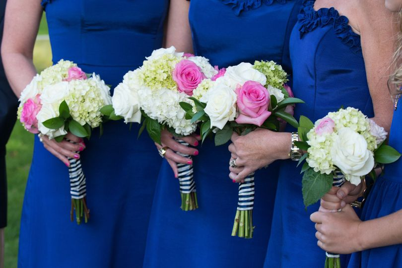 Matching bridal party bouquets