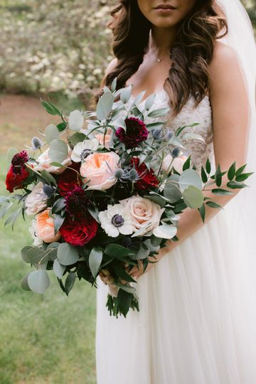 Romantic floral designs - photo by Fidelio Photography