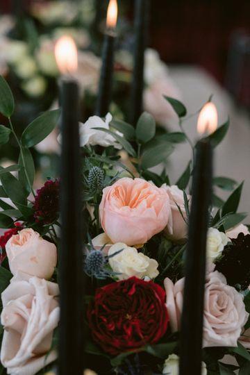 Delicate wedding flowers - photo by Fidelio Photography