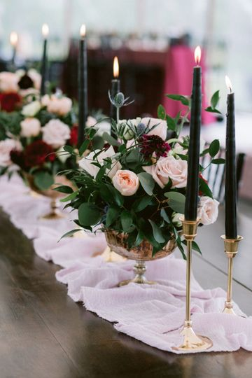 Wedding floral decor - photo by Fidelio Photography