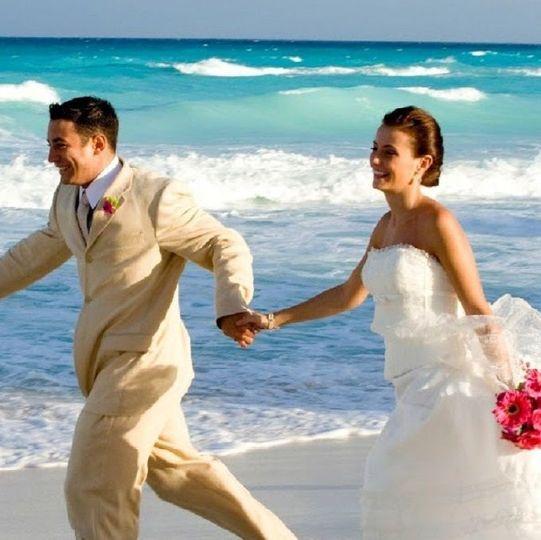 fc82b2d1292a99d0 Bride and Groom on Beach 681X679