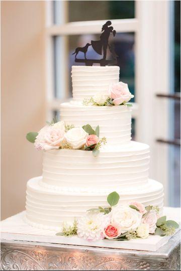 Fresh florals on wedding cake