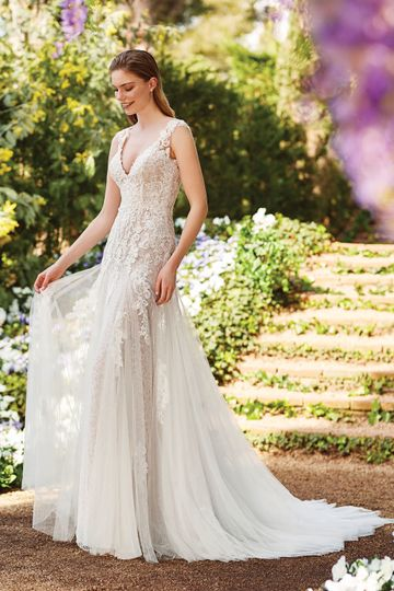 Slim A-line lace wedding dress