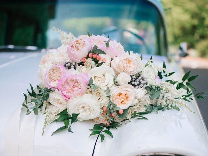 Tmx 1528064393 2d29c2272cd4b83f 1528064391 Ca7cca1838fd4618 1528064388177 1 9C57684A 9EE9 4481 Bellingham, WA wedding florist