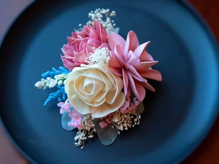 Tmx Corsage Blurred 51 1974217 159242677835071 Rochester, NY wedding florist