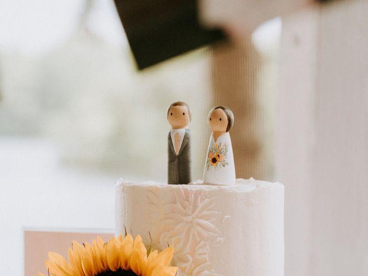 Tmx Kayandrobmeltataphotography797 51 1018217 160143562229769 Northwood, NH wedding cake