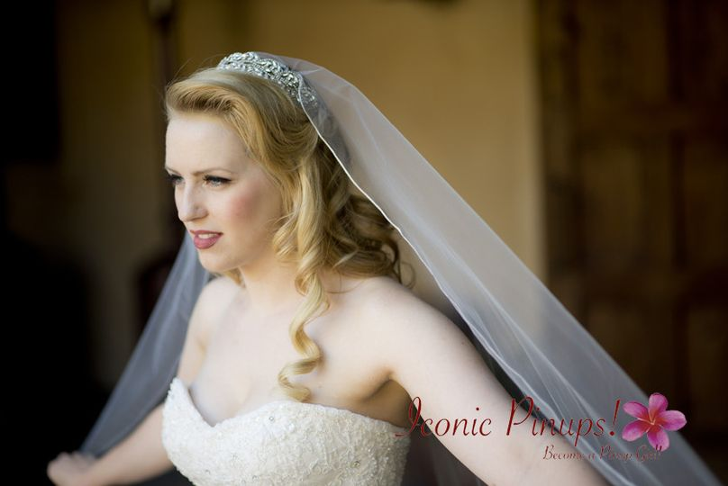 What a stunning classic romantic bride!