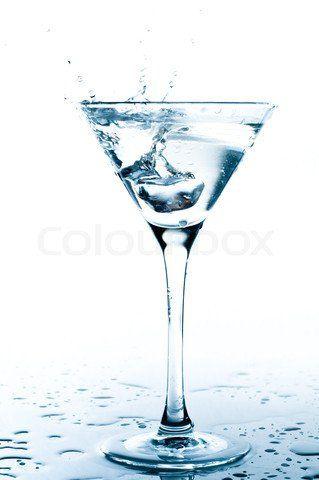 3060720618888watersplashinmartiniglass