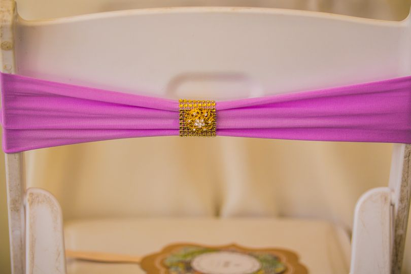 Chair sash with custom tie